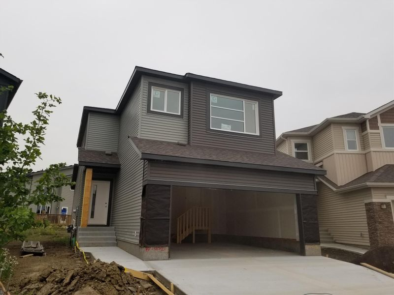 FEATURED LISTING: 932 BERG Place Leduc