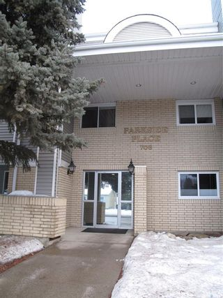 Photo 2: 205 706 Confederation Drive in Saskatoon: Confederation Park Residential for sale : MLS®# SK839116