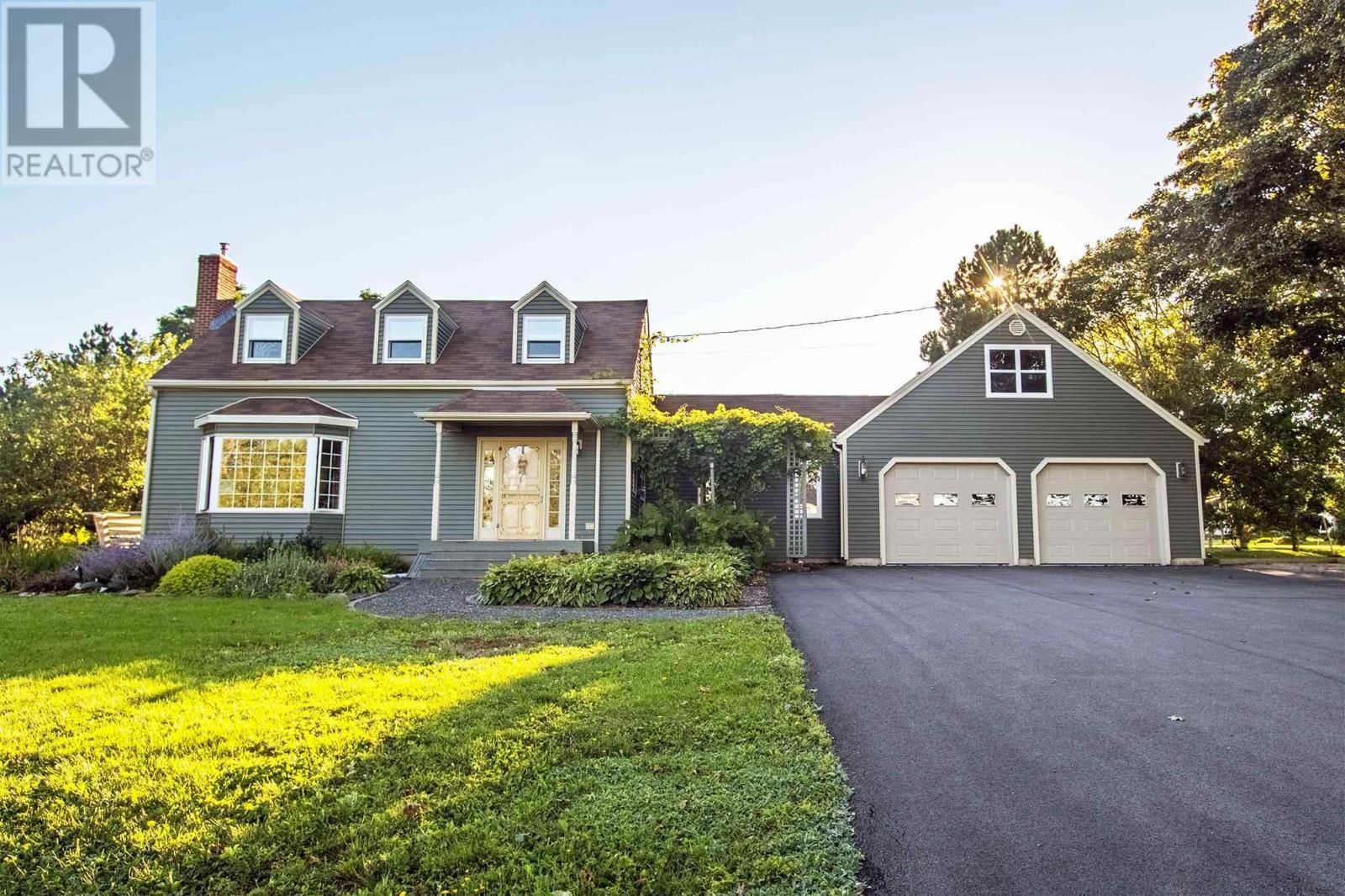 Main Photo: 157 Cathy Drive in Cornwall: House for sale : MLS®# 202123695