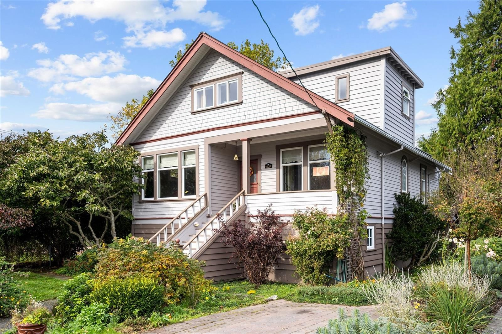 Main Photo: 1224 Chapman St in Victoria: Vi Fairfield West House for sale : MLS®# 859273