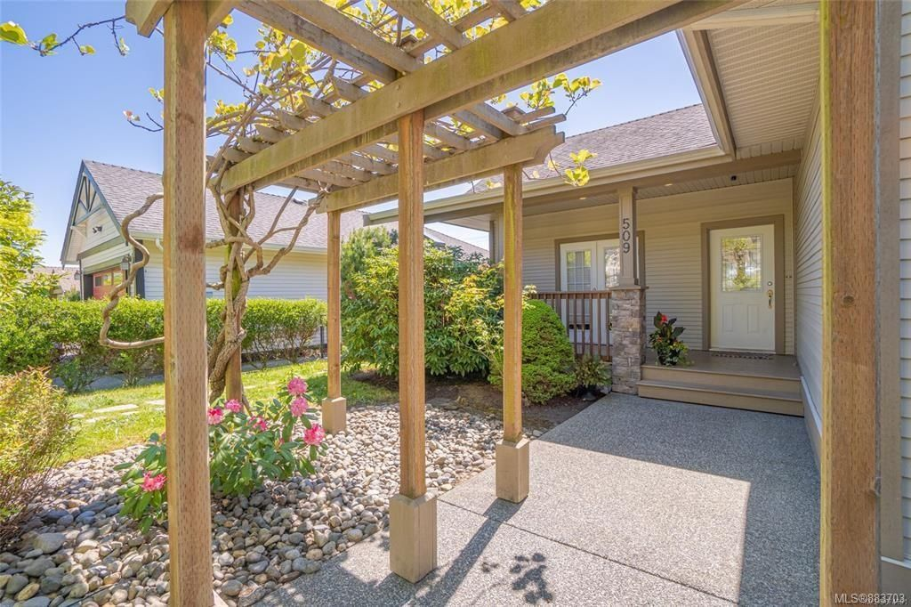 Main Photo: 509 Poets Trail Dr in : Na University District House for sale (Nanaimo)  : MLS®# 883703