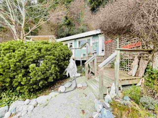 "Photo 27: 2028 OCEAN BEACH Esplanade in Gibsons: Roberts Creek House for sale in ""WHITAKER BEACH"" (Sunshine Coast)  : MLS®# R2546949"