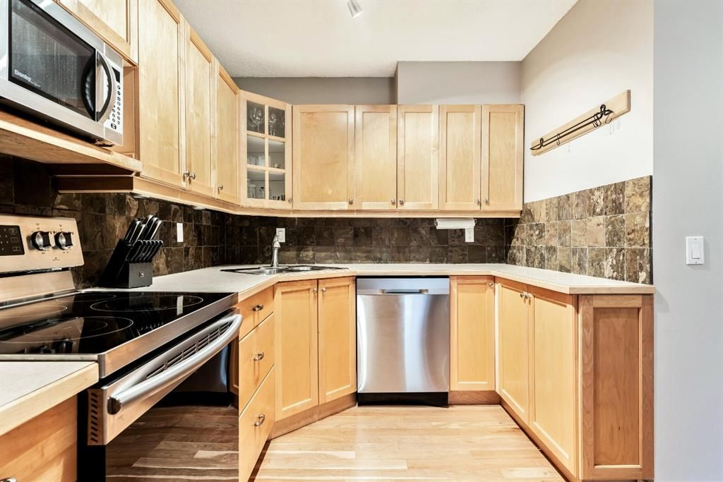 Photo 13: Photos: 2621C 1 Avenue NW in Calgary: West Hillhurst Row/Townhouse for sale : MLS®# A1111551