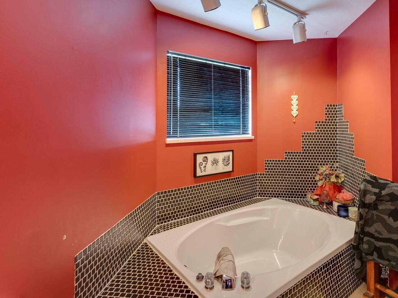 "Photo 19: Photos: 21374 RIVER Road in Maple Ridge: Southwest Maple Ridge House for sale in ""River Road"" : MLS®# R2600142"