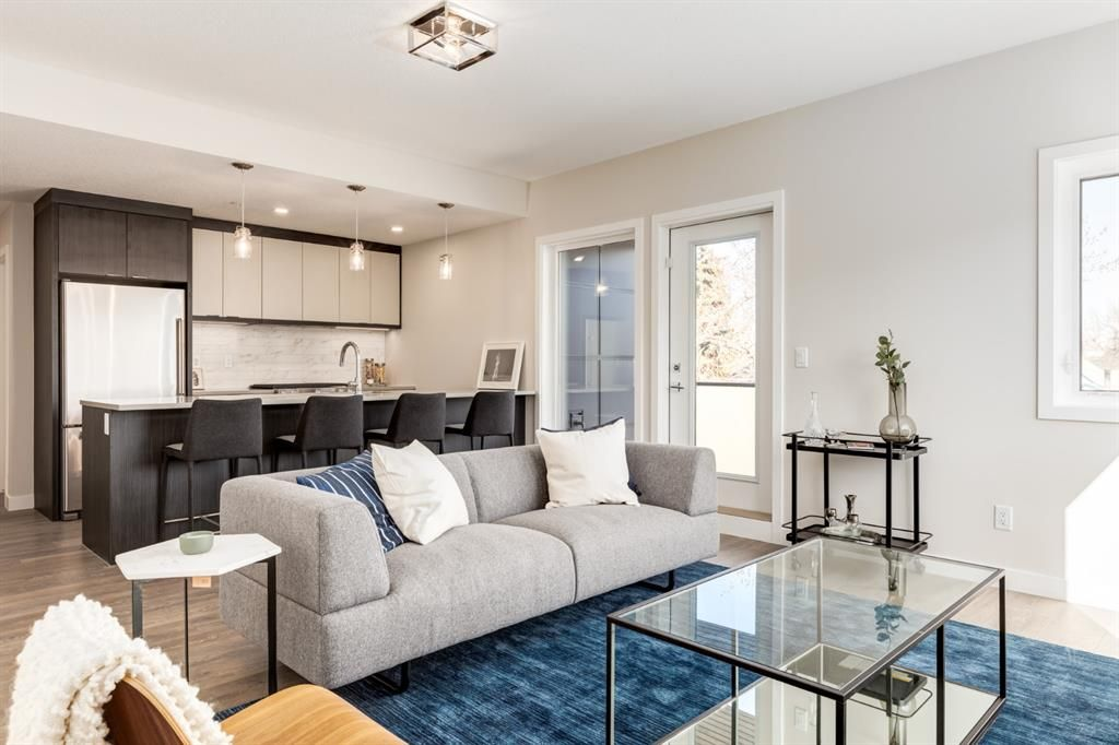 Main Photo: 221 3375 15 Street SW in Calgary: South Calgary Apartment for sale : MLS®# A1089321