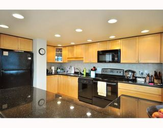"""Photo 3: 1107 1450 PENNYFARTHING Drive in Vancouver: False Creek Condo for sale in """"HARBOUR COVE"""" (Vancouver West)  : MLS®# V810158"""