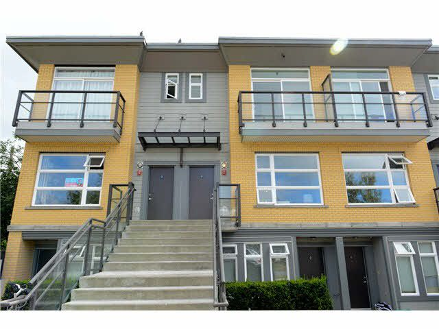 """Photo 1: Photos: 207 5568 KINGS Road in Vancouver: University VW Townhouse for sale in """"GALLERIA"""" (Vancouver West)  : MLS®# V1087874"""