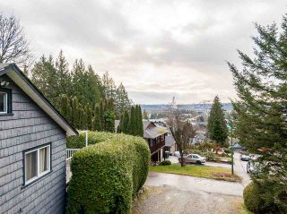 Photo 12: 301 MARINER Way in Coquitlam: Coquitlam East House for sale : MLS®# R2533632