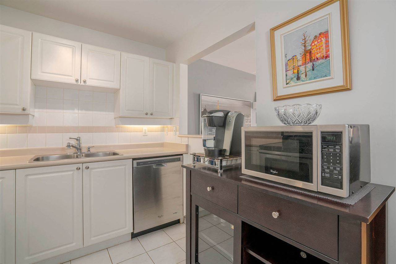 "Photo 10: Photos: 313 295 SCHOOLHOUSE Street in Coquitlam: Maillardville Condo for sale in ""CHATEAU ROYALE"" : MLS®# R2262209"