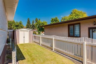 Photo 5: 1081 NORTHMOUNT Drive NW in Calgary: Charleswood Detached for sale : MLS®# C4262307
