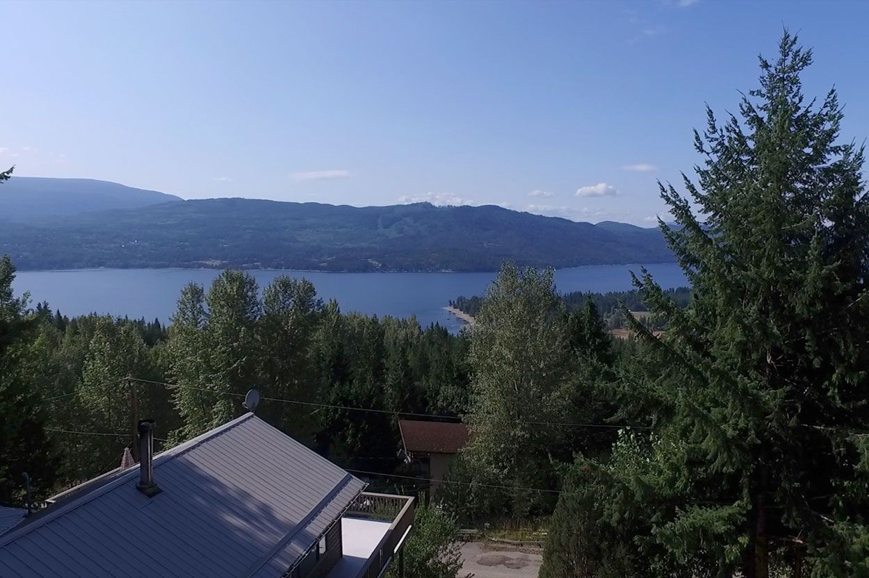 Main Photo: 7353 Kendean Road: Anglemont House for sale (North Shuswap)  : MLS®# 10239184