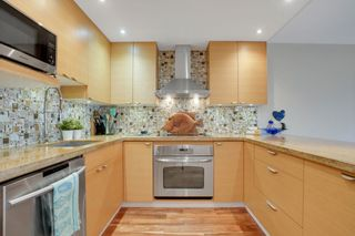 Photo 6: 209 1490 PENNYFARTHING DRIVE in Vancouver: False Creek Condo for sale (Vancouver West)  : MLS®# R2560559