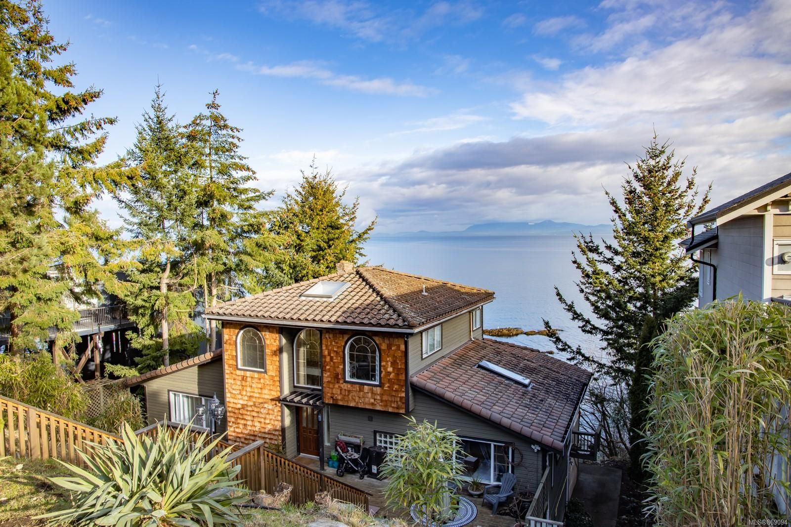 Main Photo: 4978 Fillinger Cres in : Na North Nanaimo House for sale (Nanaimo)  : MLS®# 869094