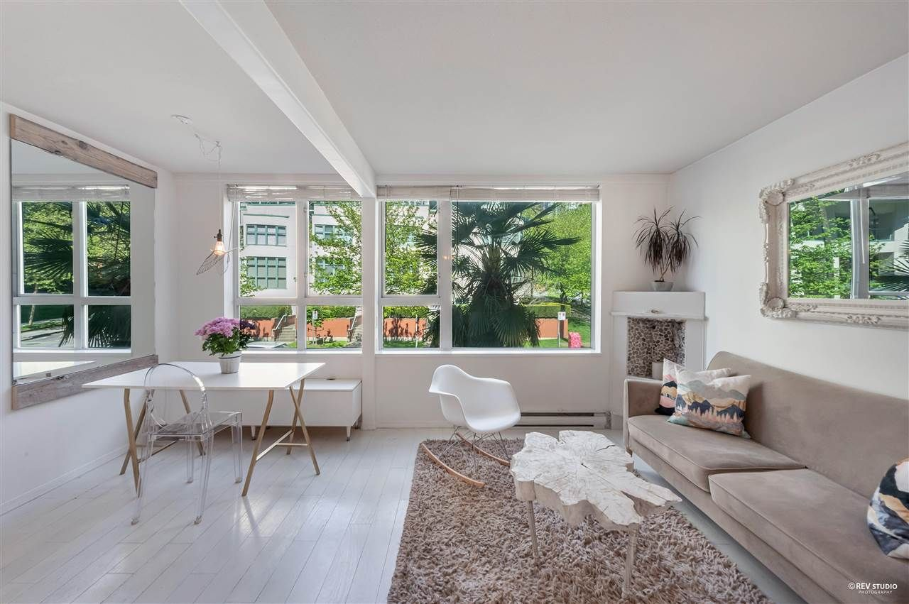 """Main Photo: 202 910 BEACH Avenue in Vancouver: Yaletown Condo for sale in """"Meridian"""" (Vancouver West)  : MLS®# R2581260"""