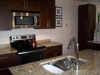 Photo 10: 202 21 Conard St in VICTORIA: VR Hospital Condo for sale (View Royal)  : MLS®# 540669