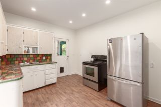 """Photo 10: 1937 GRAVELEY Street in Vancouver: Grandview Woodland House for sale in """"Commercial Drive"""" (Vancouver East)  : MLS®# R2404224"""