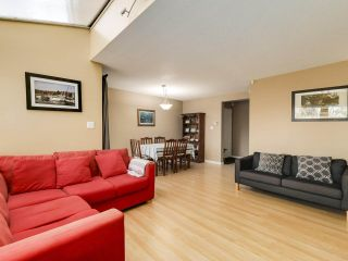 """Photo 5: 5872 MAYVIEW Circle in Burnaby: Burnaby Lake Townhouse for sale in """"ONE ARBOURLANE"""" (Burnaby South)  : MLS®# R2542010"""