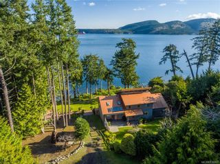 Photo 1: 8834 Canal Rd in Pender Island: GI Pender Island House for sale (Gulf Islands)  : MLS®# 836327