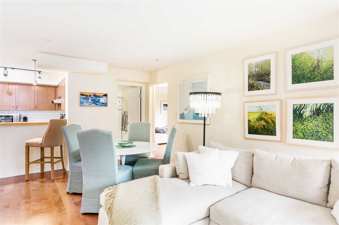 """Photo 3: Photos: 309 2181 W 12TH Avenue in Vancouver: Kitsilano Condo for sale in """"Carlings"""" (Vancouver West)  : MLS®# R2517965"""