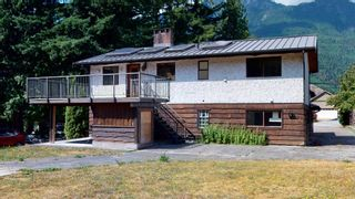 Photo 3: 41772 GOVERNMENT Road in Squamish: Brackendale House for sale : MLS®# R2603967