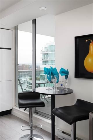 Photo 8: 1604 1500 Howe Street in Vancouver: Yaletown Condo for sale (Vancouver West)  : MLS®# R2419631