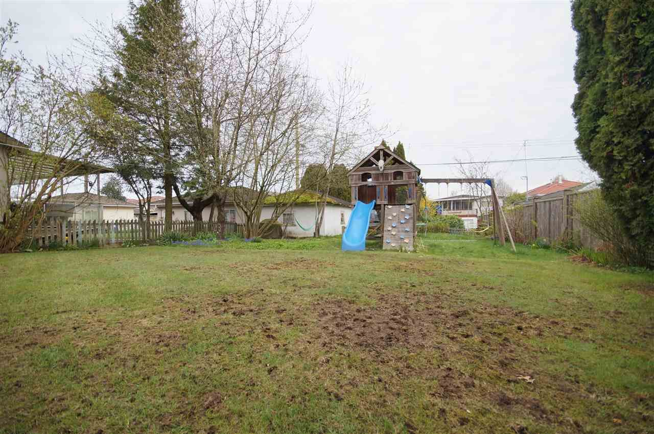 Photo 18: Photos: 2441 E 40TH AVENUE in Vancouver: Collingwood VE House for sale (Vancouver East)  : MLS®# R2051236