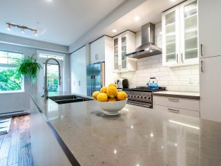 """Photo 13: 507 E 7TH Avenue in Vancouver: Mount Pleasant VE Townhouse for sale in """"Vantage"""" (Vancouver East)  : MLS®# R2472829"""