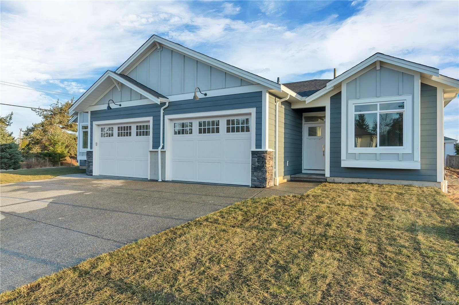 Main Photo: 37 200 Nikola Rd in : CR Campbell River West Row/Townhouse for sale (Campbell River)  : MLS®# 855984
