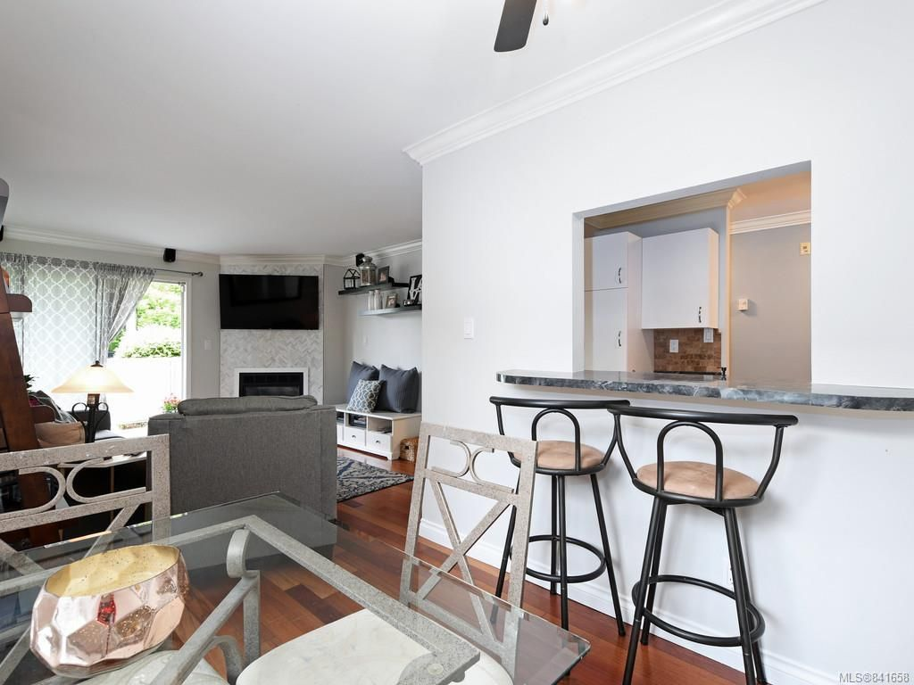 Photo 7: Photos: 101 1039 Caledonia Ave in Victoria: Vi Central Park Condo for sale : MLS®# 841658