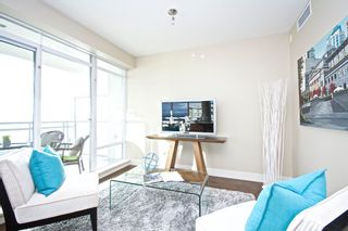 "Photo 3: 1401 1473 JOHNSTON Road: White Rock Condo for sale in ""MIRAMAR TOWER B"" (South Surrey White Rock)  : MLS®# R2031179"