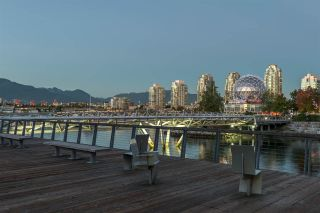 "Photo 34: 186 ATHLETES Way in Vancouver: False Creek Condo for sale in ""VILLAGE ON FALSE CREEK - BRIDGE"" (Vancouver West)  : MLS®# R2575530"