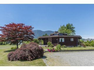 Photo 3: 41594 SOUTH SUMAS Road in Chilliwack: Greendale Chilliwack House for sale (Sardis)  : MLS®# R2589043