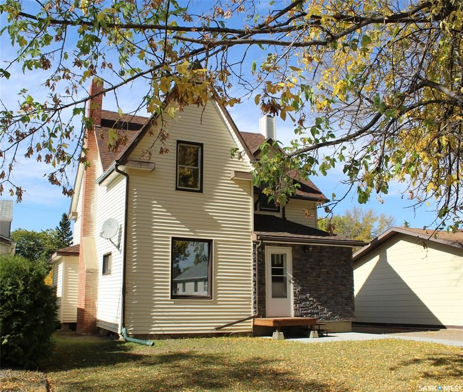 Main Photo: 403 1st Street West in Wilkie: Residential for sale : MLS®# SK871498
