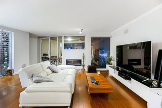 Photo 2: 702 1000 Beach Avenue in Vancouver: Yaletown Condo for sale (Vancouver West)  : MLS®# R2328440