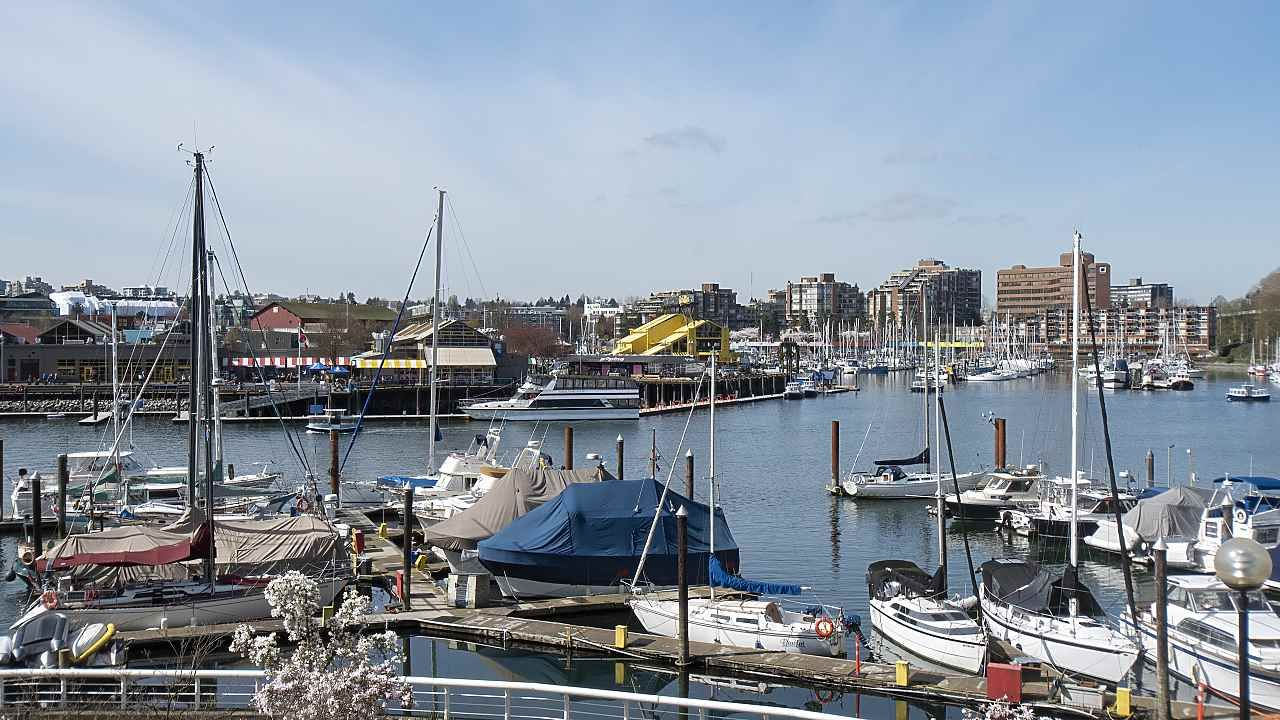 "Main Photo: 202 1600 HOWE Street in Vancouver: Yaletown Condo for sale in ""Admiralty"" (Vancouver West)  : MLS®# R2562661"