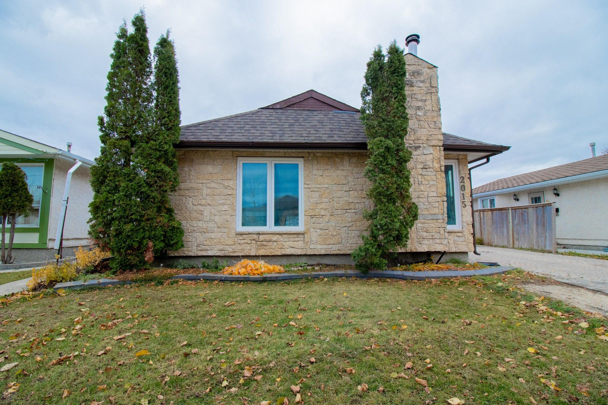 Main Photo: 2015 Sinclair Street in Winnipeg: Single Family Detached for sale (4F)  : MLS®# 202002476