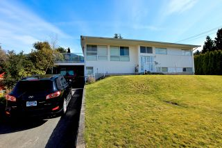 Photo 1: 572 Verona Place in North Vancouver: Upper Delbrook House for sale : MLS®# V945319