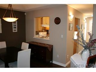 Photo 3: 26 300 Six Mile Rd in VICTORIA: VR Six Mile Row/Townhouse for sale (View Royal)  : MLS®# 560855