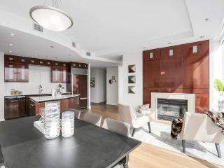 """Photo 13: 4703 938 NELSON Street in Vancouver: Downtown VW Condo for sale in """"One Wall Centre"""" (Vancouver West)  : MLS®# R2155390"""