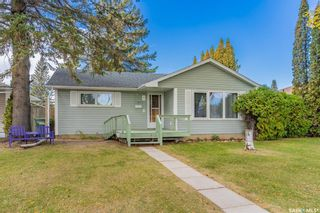 Photo 2: 8 Norman Crescent in Saskatoon: Avalon Residential for sale : MLS®# SK871566