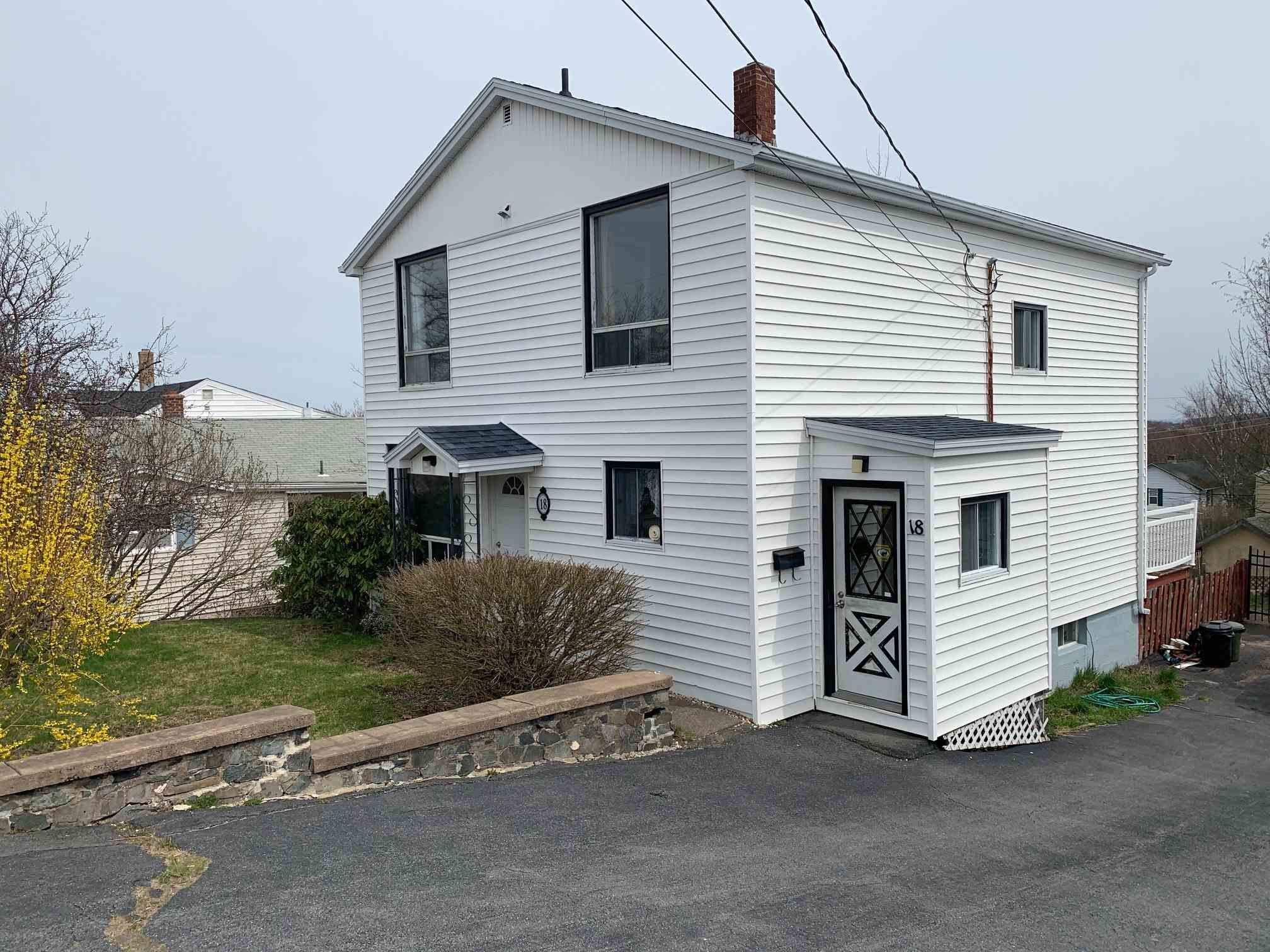 Main Photo: 18 Adelaide Avenue in Fairview: 6-Fairview Residential for sale (Halifax-Dartmouth)  : MLS®# 202109796