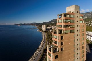 """Main Photo: 11 2250 BELLEVUE Avenue in West Vancouver: Dundarave Condo for sale in """"Les Terraces"""" : MLS®# R2612067"""
