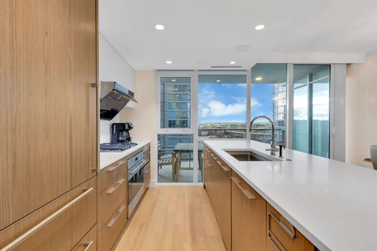 """Photo 7: Photos: 2001 499 PACIFIC Street in Vancouver: Yaletown Condo for sale in """"The Charleson"""" (Vancouver West)  : MLS®# R2456013"""