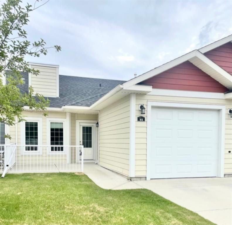 Main Photo: 44 Sunrise Place NE: High River Row/Townhouse for sale : MLS®# A1059661