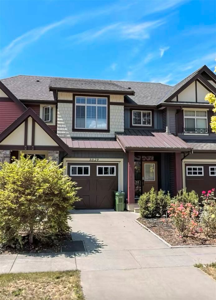 """Main Photo: 5529 CHINOOK Street in Chilliwack: Vedder S Watson-Promontory Condo for sale in """"LINDYS CROSSING"""" (Sardis)  : MLS®# R2562433"""