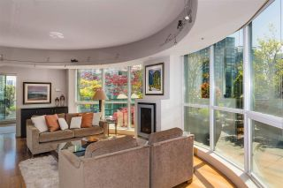 """Photo 3: PH3 555 JERVIS Street in Vancouver: Coal Harbour Condo for sale in """"HARBOURSIDE PARK II"""" (Vancouver West)  : MLS®# R2578170"""