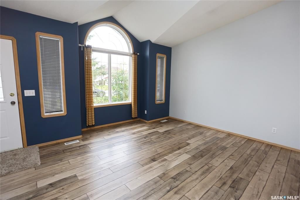Photo 5: Photos: 206 1st Avenue North in Warman: Residential for sale : MLS®# SK796281