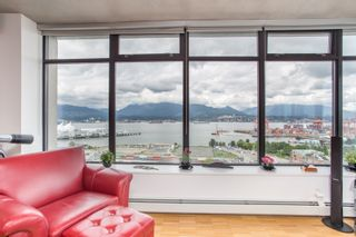 """Photo 14: 2001 108 W CORDOVA Street in Vancouver: Downtown VW Condo for sale in """"Woodwards W32"""" (Vancouver West)  : MLS®# R2465533"""