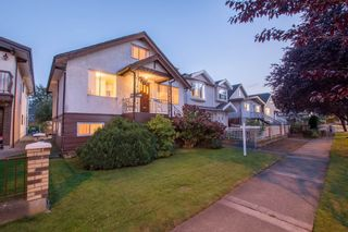 Photo 17: 2460 NAPIER Street in Vancouver: Renfrew VE House for sale (Vancouver East)  : MLS®# R2119733