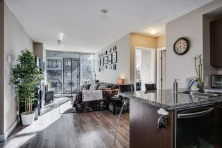 "Photo 3: 1509 892 CARNARVON Street in New Westminster: Downtown NW Condo for sale in ""Azure Li"" : MLS®# R2491135"